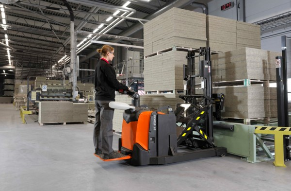 Toyota Material Handling has extended their range of stackers with 3 new models in the BT Staxio range. Designed to save space and increased efficiency, these models are equipped with retractable masts, a compact chassis and the ability to handle different types of pallets.